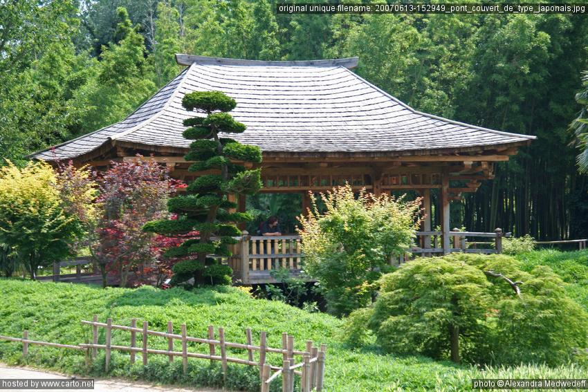 pont couvert de type japonais avec le train vapeur des c vennes de st jean la bambouseraie. Black Bedroom Furniture Sets. Home Design Ideas
