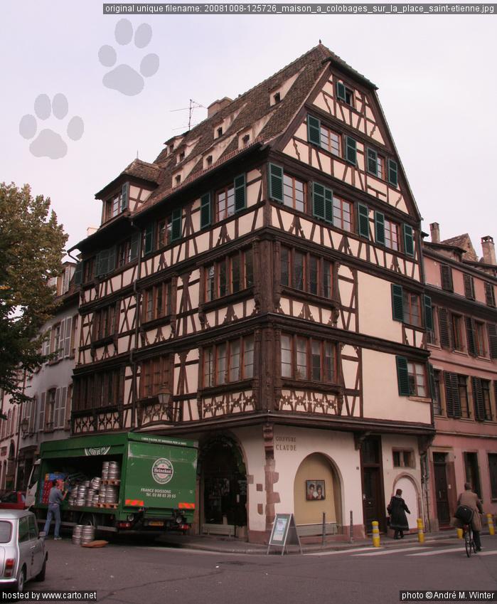 Maison colobages sur la place saint etienne un jour - La maison de la place saignon ...