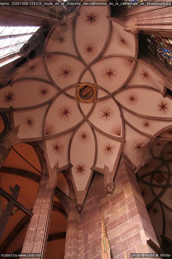 C'est probablement à cause des graves problèmes de nature statique de la Chapelle Sixtine que le pape Jules II décida de refaire entièrement la décoration de la voûte, dès les premières années de son pontificat ().