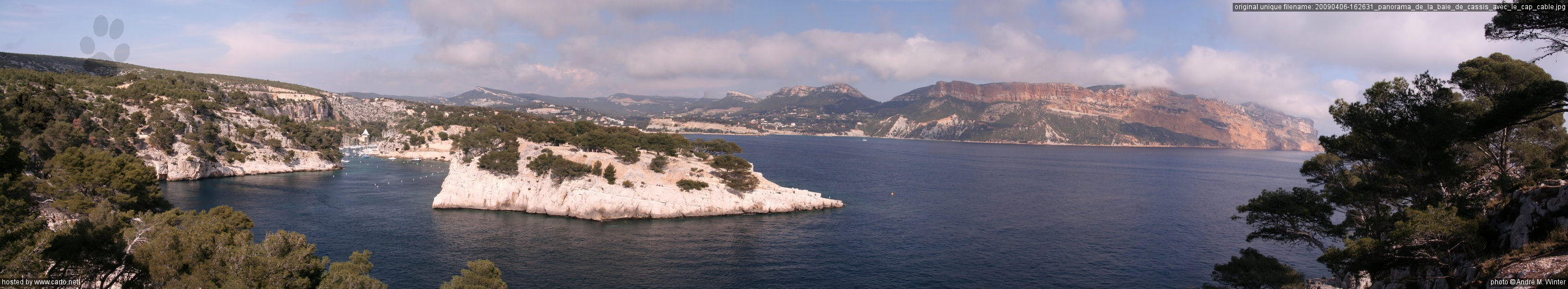 panorama de la baie de cassis avec le cap cable cassis et ses calanques avril 2009. Black Bedroom Furniture Sets. Home Design Ideas