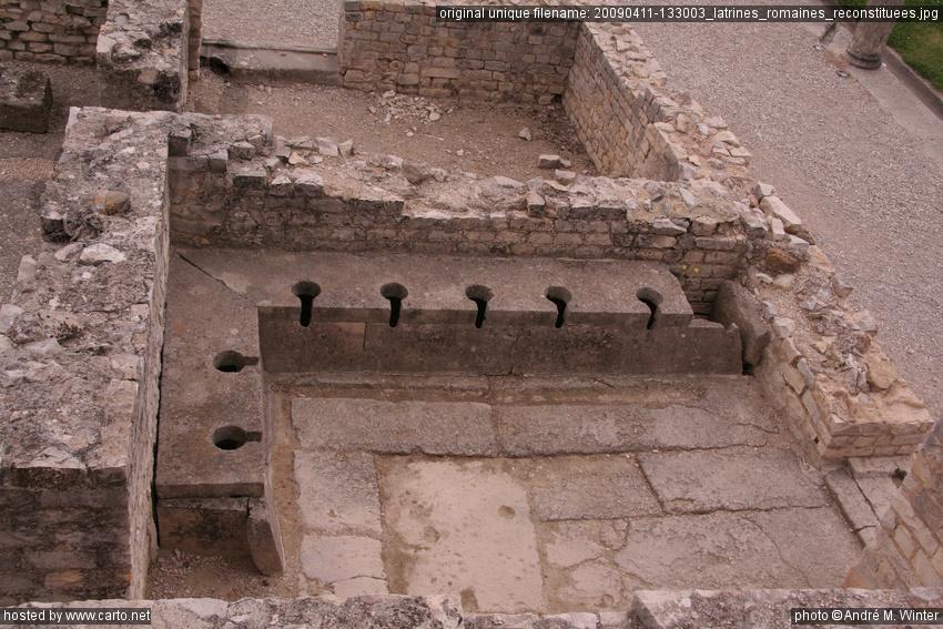 Latrines romaines reconstituées (Vaison-la-Romaine - avril ...