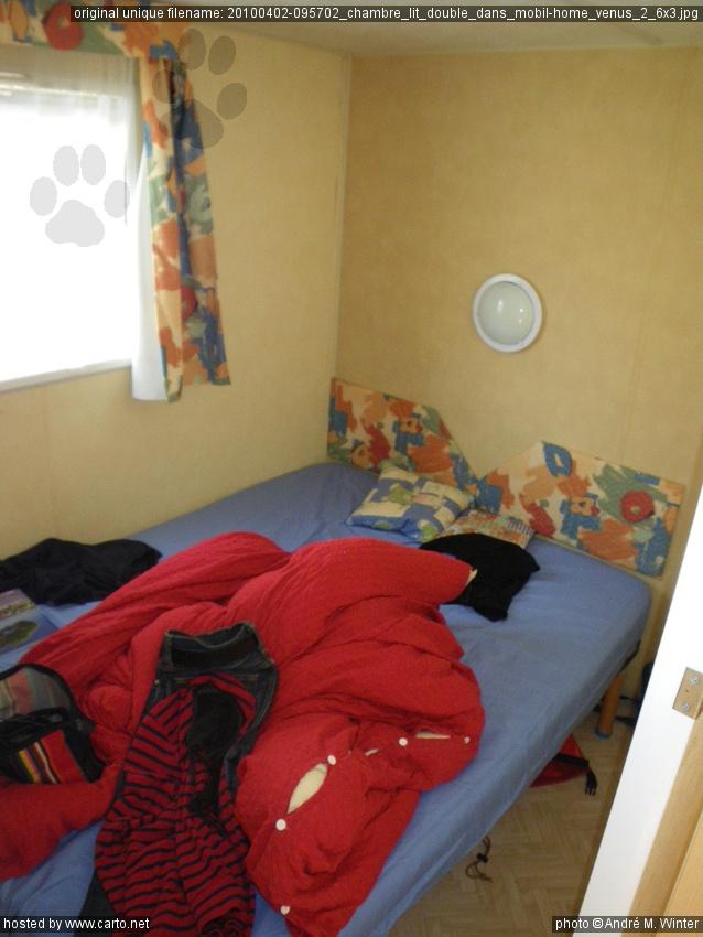 Chambre lit double dans mobil home venus 2 6x3 tour de l for Chambre 9m2 lit double