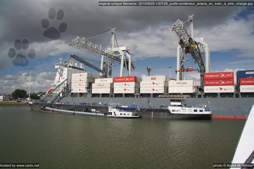 Porte conteneur ariana en train d 39 tre charg port de for Porte conteneur