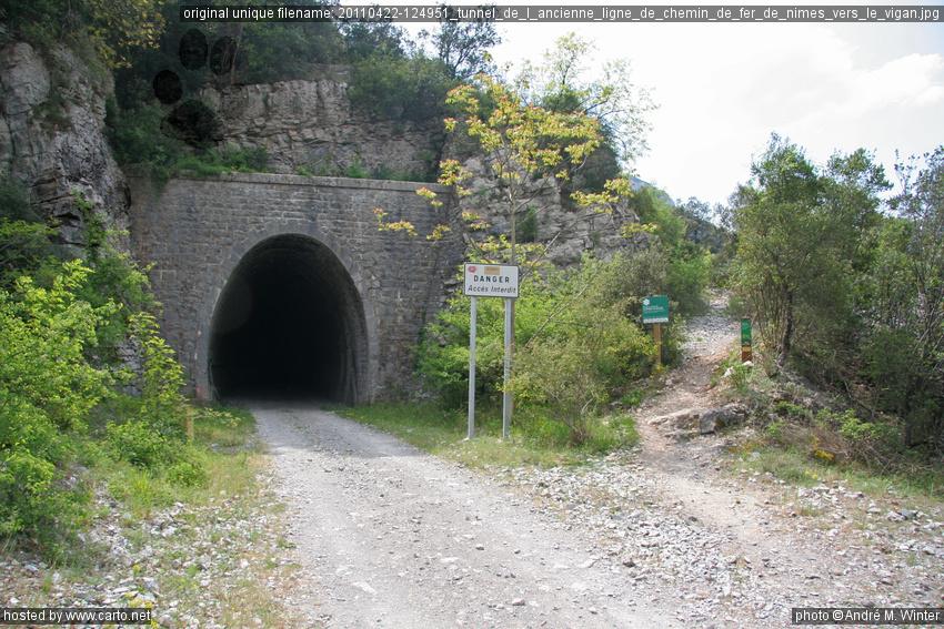 tunnel de l 39 ancienne ligne de chemin de fer de n mes vers le vigan ranc de banes 713 m avril. Black Bedroom Furniture Sets. Home Design Ideas