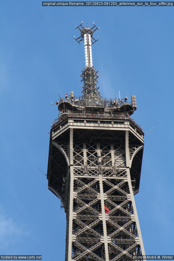 Antennes sur la tour eiffel tour eiffel ao t 2012 for A l interieur de la tour eiffel