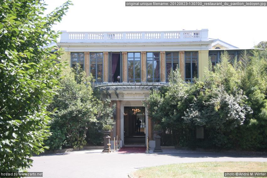 Restaurant du pavillon ledoyen place de la concorde jardin des tuileries et le louvre ao t 2012 - Jardin des tuileries restaurant ...
