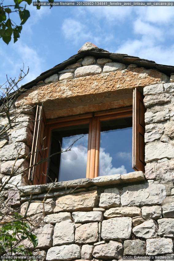 Fen tre avec linteau en calcaire dordogne quercy for Linteau fenetre