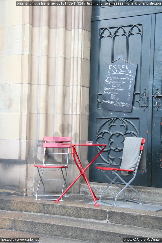 tisch und zwei sessel vom kirchenbistro basel im herbst november 2012. Black Bedroom Furniture Sets. Home Design Ideas