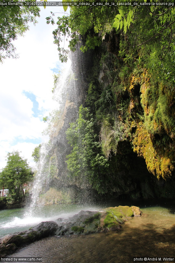 derri re le rideau d 39 eau de la cascade de salles la source dolmens de peyrelebade et cascade de. Black Bedroom Furniture Sets. Home Design Ideas