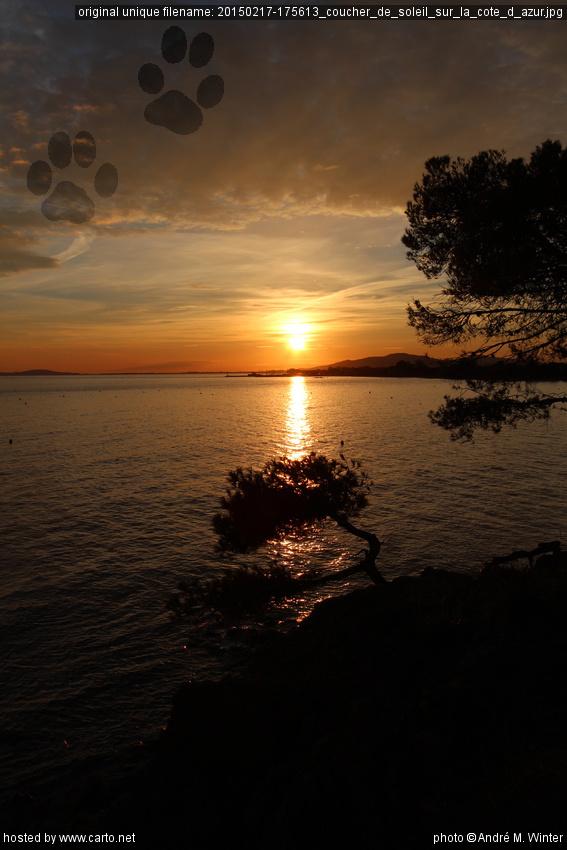 Coucher de soleil sur la c te d 39 azur sentier du littoral entre la londe et br gan on et - Coucher bebe sur le cote ...