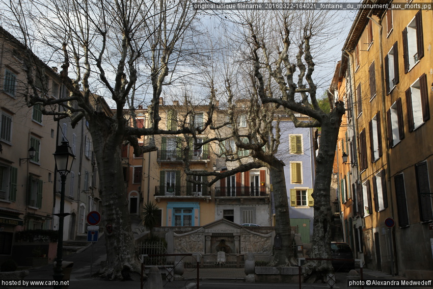 Fontaine du Monument aux morts (Journée dans la ville de Barjols ...