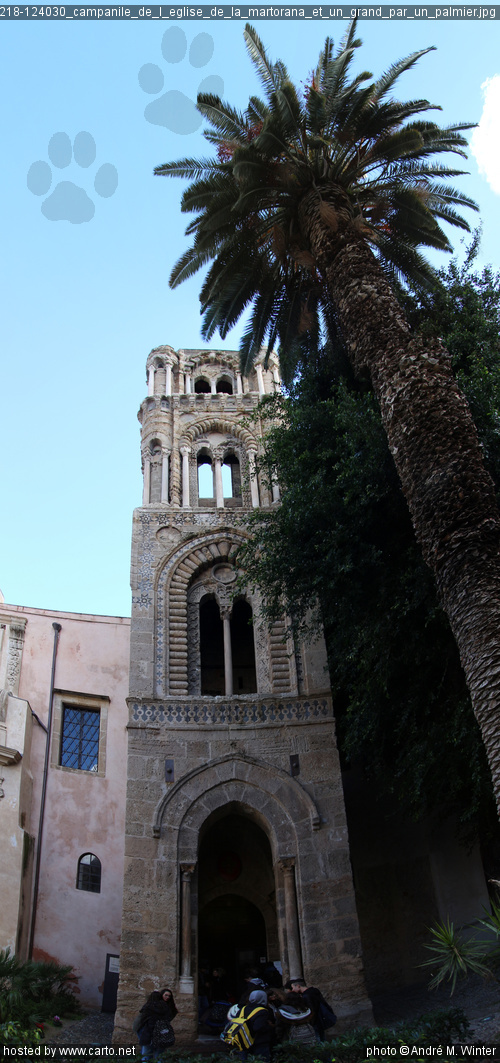 Campanile de l'église de la Martorana et un grand par un ...