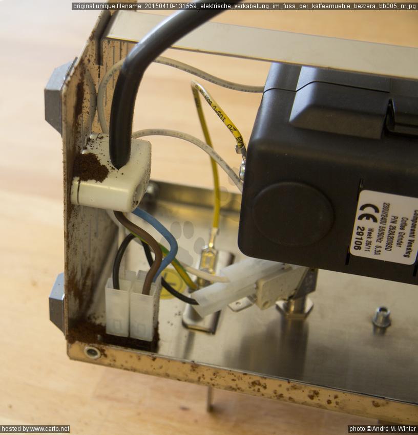 Elektrische Verkabelung im Fuss der Kaffeemühle Bezzera BB005 NR ...