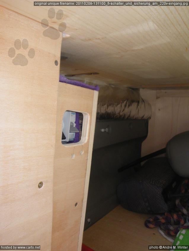 fi schalter und sicherung am 220v eingang isolierung und innenverkleidung am renault trafic. Black Bedroom Furniture Sets. Home Design Ideas
