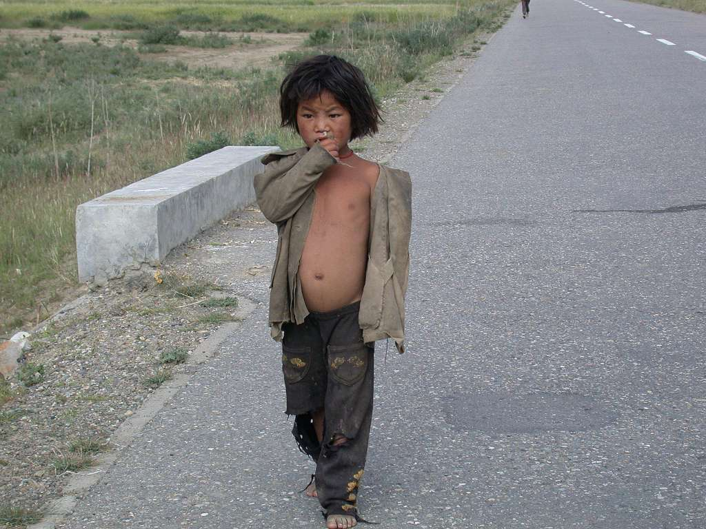 http://www.carto.net/neumann/travelling/china_tibet_2001/19_pass_kampala/06_poor_child.jpg